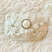 White Hair Comb w/Lace Flowers